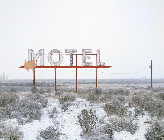 Motel-Snow